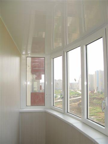 «Дворцовые Окна» оказывает услуги по остеклению балконов и лоджий